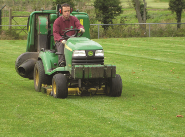 Specialised equipment for garden maintenance